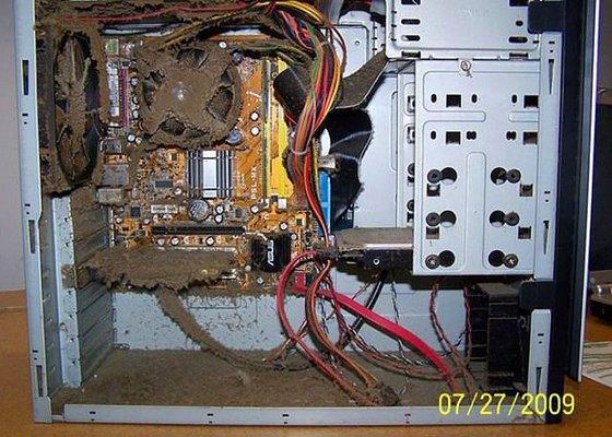 pislik-icindeki-bilgisayar-kasasi